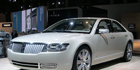Mode of transport, Vehicle, Land vehicle, Event, Transport, Car, Grille, Personal luxury car, Alloy wheel, Rim,