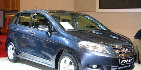 Tire, Wheel, Motor vehicle, Automotive mirror, Mode of transport, Automotive design, Automotive tire, Vehicle, Glass, Transport,