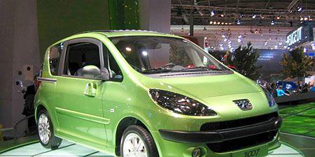 Tire, Motor vehicle, Wheel, Automotive mirror, Automotive design, Mode of transport, Vehicle, Alloy wheel, Land vehicle, Transport,