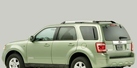 Tire, Motor vehicle, Wheel, Automotive tire, Vehicle, Automotive tail & brake light, Automotive mirror, Automotive exterior, Automotive design, Transport,