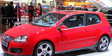 Tire, Wheel, Motor vehicle, Automotive design, Vehicle, Land vehicle, Alloy wheel, Rim, Car, Red,