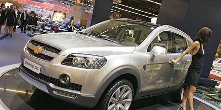Clothing, Tire, Motor vehicle, Wheel, Automotive design, Vehicle, Product, Land vehicle, Event, Car,