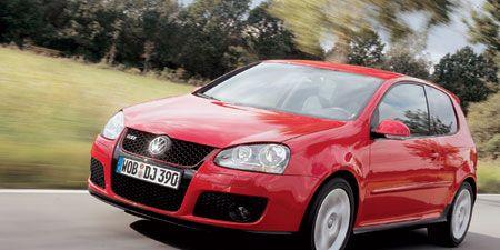 Motor vehicle, Automotive design, Automotive mirror, Mode of transport, Daytime, Vehicle, Land vehicle, Car, Hood, Rim,