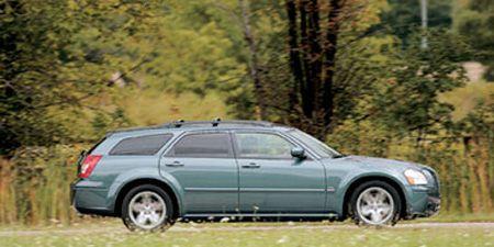 Tire, Wheel, Vehicle, Land vehicle, Car, Rim, Automotive tire, Landscape, Alloy wheel, Fender,