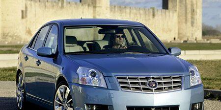 Motor vehicle, Tire, Wheel, Mode of transport, Daytime, Vehicle, Transport, Land vehicle, Automotive mirror, Automotive design,