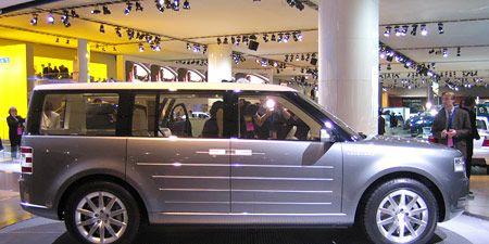 Tire, Wheel, Automotive tire, Automotive design, Vehicle, Land vehicle, Rim, Spoke, Alloy wheel, Car,