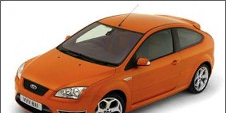 Motor vehicle, Tire, Automotive mirror, Mode of transport, Automotive design, Product, Vehicle, Transport, Yellow, Automotive lighting,