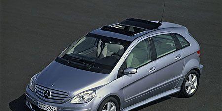 Tire, Wheel, Mode of transport, Automotive design, Vehicle, Automotive tire, Automotive mirror, Land vehicle, Automotive exterior, Glass,