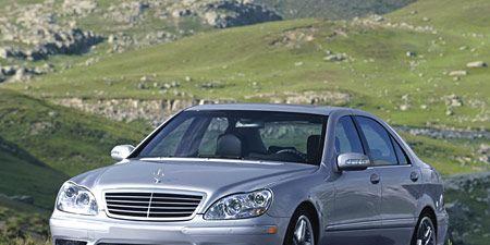 Tire, Wheel, Vehicle, Automotive design, Hood, Grille, Car, Alloy wheel, Rim, Full-size car,