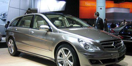 Wheel, Tire, Mode of transport, Automotive design, Vehicle, Land vehicle, Car, Alloy wheel, Rim, Spoke,