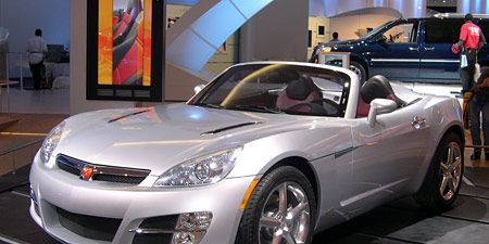 Tire, Wheel, Automotive design, Vehicle, Land vehicle, Car, Automotive lighting, Automotive mirror, Headlamp, Hood,