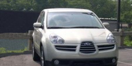 Motor vehicle, Automotive mirror, Mode of transport, Automotive design, Daytime, Vehicle, Transport, Headlamp, Hood, Land vehicle,