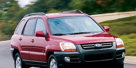 Tire, Motor vehicle, Wheel, Automotive mirror, Automotive design, Vehicle, Land vehicle, Transport, Automotive parking light, Car,