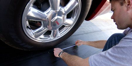 Tire, Motor vehicle, Wheel, Automotive tire, Automotive design, Alloy wheel, Automotive wheel system, Rim, Automotive exterior, Spoke,