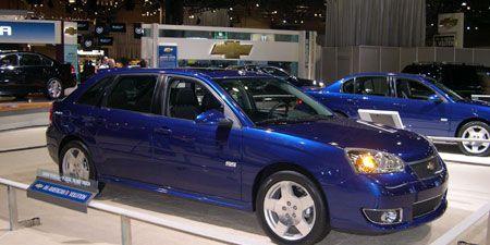 Tire, Wheel, Land vehicle, Vehicle, Automotive lighting, Automotive design, Rim, Car, Automotive parking light, Alloy wheel,