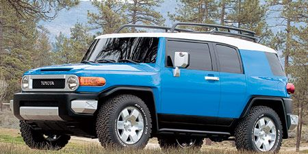 Tire, Wheel, Motor vehicle, Automotive tire, Automotive design, Automotive mirror, Automotive exterior, Vehicle, Glass, Land vehicle,