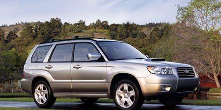 Tire, Wheel, Automotive tire, Daytime, Vehicle, Automotive mirror, Rim, Car, Automotive parking light, Alloy wheel,