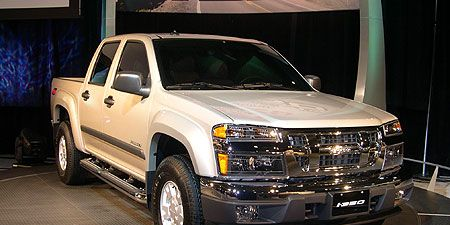 Tire, Motor vehicle, Wheel, Automotive tire, Vehicle, Automotive design, Land vehicle, Window, Hood, Automotive parking light,