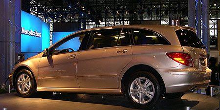 Tire, Wheel, Automotive design, Vehicle, Land vehicle, Car, Automotive tire, Rim, Alloy wheel, Spoke,