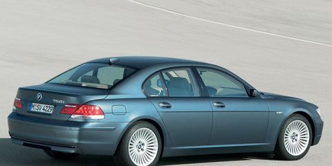 Tire, Wheel, Mode of transport, Automotive tire, Automotive design, Vehicle, Alloy wheel, Spoke, Rim, Car,