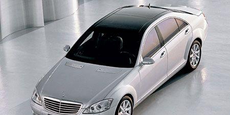 Tire, Wheel, Mode of transport, Automotive design, Vehicle, Automotive mirror, Land vehicle, Automotive tire, Car, Rim,