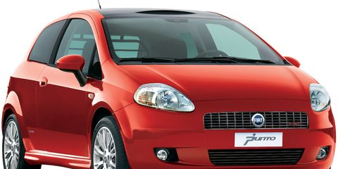 Motor vehicle, Automotive mirror, Tire, Mode of transport, Automotive design, Daytime, Vehicle, Transport, Land vehicle, Hood,