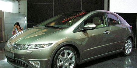 Motor vehicle, Tire, Wheel, Mode of transport, Automotive design, Vehicle, Transport, Land vehicle, Car, Alloy wheel,