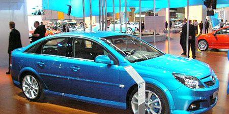 Tire, Wheel, Motor vehicle, Automotive design, Vehicle, Land vehicle, Automotive wheel system, Car, Alloy wheel, Rim,