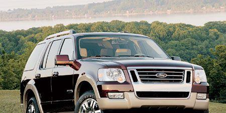 Tire, Wheel, Motor vehicle, Automotive tire, Vehicle, Automotive lighting, Transport, Land vehicle, Automotive parking light, Rim,
