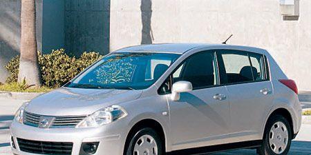 Wheel, Motor vehicle, Automotive mirror, Tire, Mode of transport, Transport, Daytime, Vehicle, Automotive design, Land vehicle,