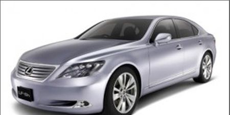 Mode of transport, Automotive design, Automotive mirror, Vehicle, Transport, Automotive lighting, Automotive tire, Glass, Hood, Car,