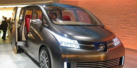 Motor vehicle, Tire, Automotive mirror, Mode of transport, Automotive design, Vehicle, Transport, Land vehicle, Car, Headlamp,