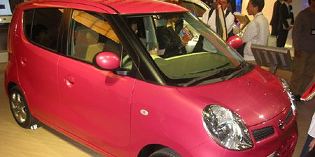 Motor vehicle, Tire, Wheel, Automotive design, Mode of transport, Vehicle, Automotive mirror, Land vehicle, Vehicle door, Car,