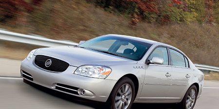 Tire, Mode of transport, Vehicle, Automotive mirror, Land vehicle, Automotive lighting, Transport, Infrastructure, Car, Rim,