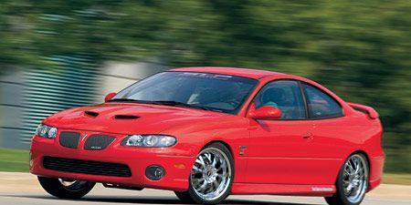 Tire, Automotive design, Daytime, Vehicle, Land vehicle, Hood, Red, Car, Automotive lighting, Rim,