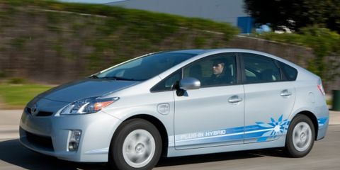 Tire, Wheel, Motor vehicle, Automotive mirror, Mode of transport, Automotive design, Blue, Daytime, Vehicle, Transport,