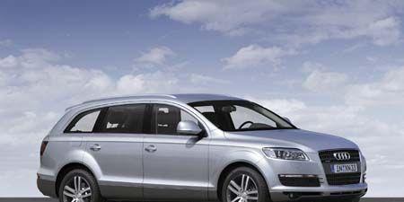 Tire, Wheel, Mode of transport, Automotive design, Daytime, Product, Transport, Vehicle, Automotive mirror, Alloy wheel,