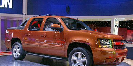 Tire, Wheel, Motor vehicle, Automotive tire, Vehicle, Window, Land vehicle, Automotive design, Transport, Automotive parking light,