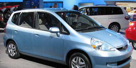 Wheel, Tire, Motor vehicle, Mode of transport, Automotive mirror, Automotive design, Land vehicle, Vehicle, Transport, Glass,
