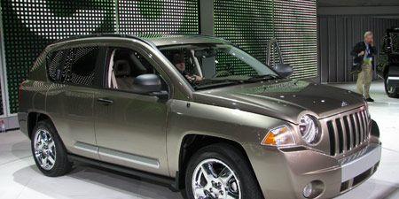 Tire, Motor vehicle, Wheel, Mode of transport, Vehicle, Land vehicle, Product, Automotive design, Automotive tire, Automotive lighting,