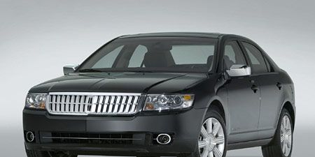 Tire, Motor vehicle, Wheel, Automotive mirror, Mode of transport, Product, Automotive tire, Daytime, Vehicle, Glass,