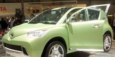 Tire, Wheel, Motor vehicle, Mode of transport, Automotive design, Vehicle, Land vehicle, Event, Automotive wheel system, Vehicle door,