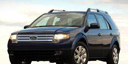 Motor vehicle, Tire, Wheel, Automotive mirror, Automotive tire, Vehicle, Transport, Automotive exterior, Automotive design, Land vehicle,
