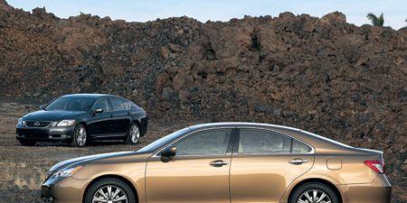 Tire, Wheel, Land vehicle, Vehicle, Alloy wheel, Car, Rim, Automotive mirror, Full-size car, Spoke,