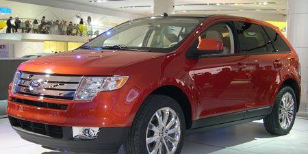 Tire, Motor vehicle, Wheel, Vehicle, Automotive design, Land vehicle, Automotive tire, Car, Automotive lighting, Rim,