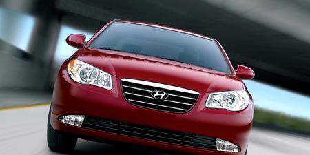 Motor vehicle, Automotive mirror, Mode of transport, Automotive design, Daytime, Automotive lighting, Transport, Vehicle, Automotive exterior, Glass,