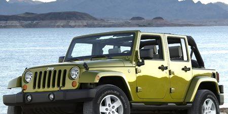 Tire, Motor vehicle, Wheel, Automotive tire, Mode of transport, Automotive design, Automotive exterior, Transport, Vehicle, Natural environment,