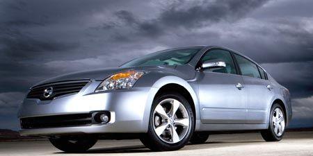 Tire, Automotive mirror, Mode of transport, Nature, Automotive design, Daytime, Product, Glass, Vehicle, Transport,