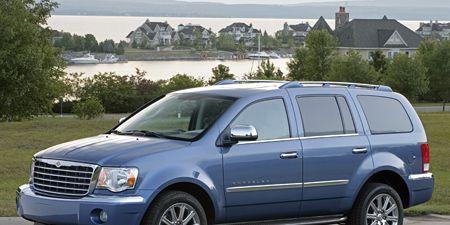 Tire, Motor vehicle, Wheel, Automotive tire, Vehicle, Window, Transport, Glass, Automotive mirror, Car,
