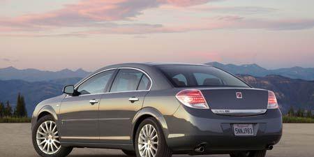 Tire, Wheel, Mode of transport, Vehicle, Automotive design, Alloy wheel, Rim, Automotive tire, Car, Automotive lighting,